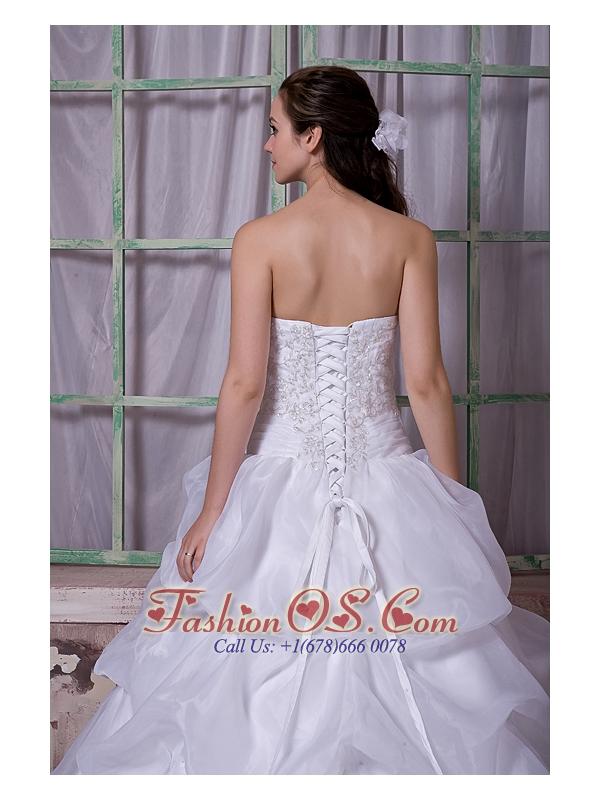 Elegant A-line Strapless Wedding Dress Taffeta and Organza Appliques Chapel Train