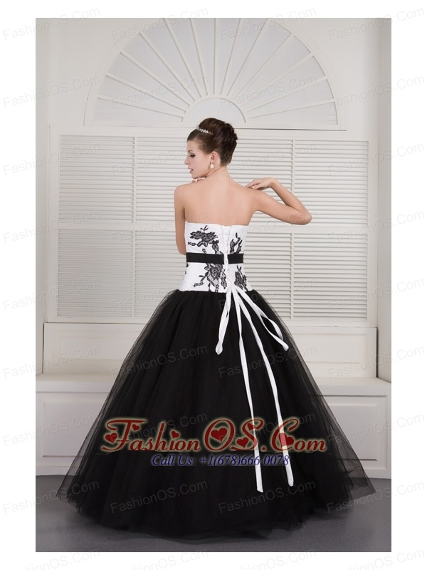 Modest Black and White Ball Gown V-neck Quinceanera Dress Tulle Embroidery Floor-length