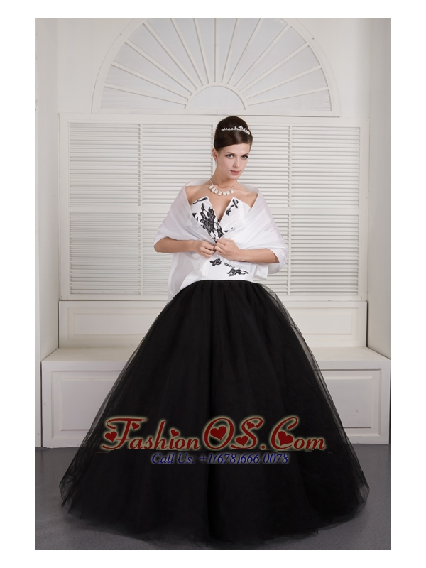 Modest Black and White Ball Gown V-neck Quinceanera Dress Tulle ...