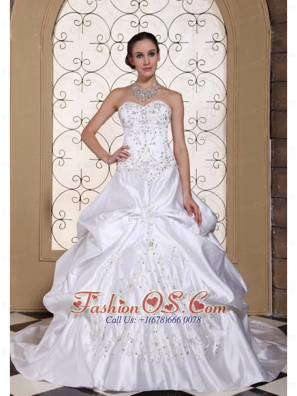 A-line Embroidery Wedding Dress For 2013 Custom Made Pick-ups Taffeta Chapel Train Gown