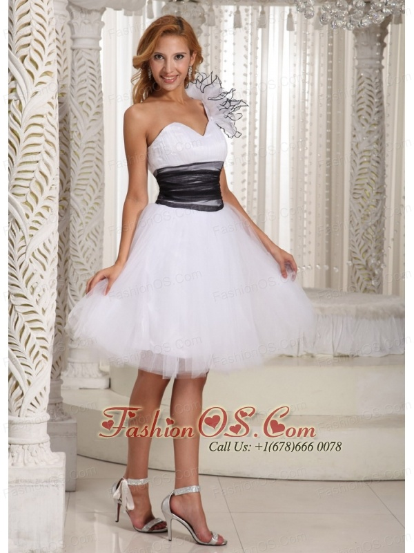 One Shoulder A-line White Prom Homecoming Dress Hand Made Flower