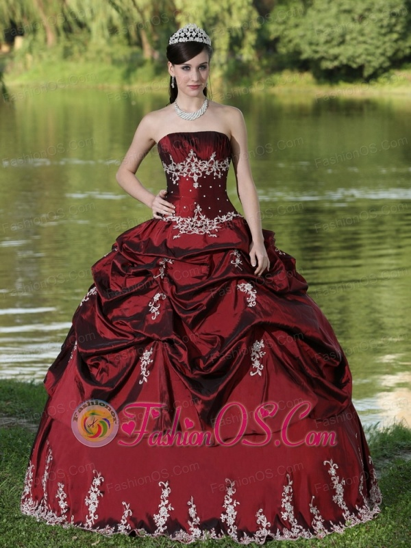 Custom Made Burgundy Quinceanera Dress Party Wear With Satin Embroidery Decorate