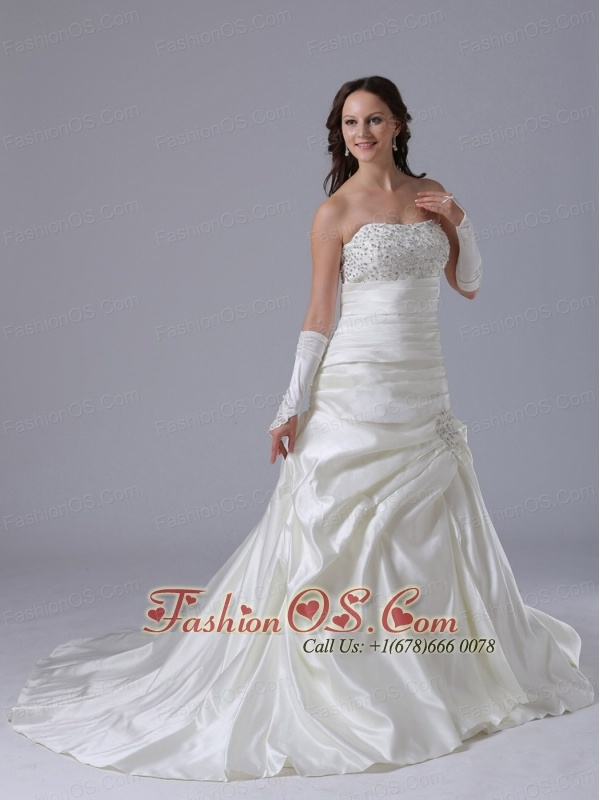 A-line Beaded Decorate Bust Luxurious Wedding Dress With Appliques and Ruch