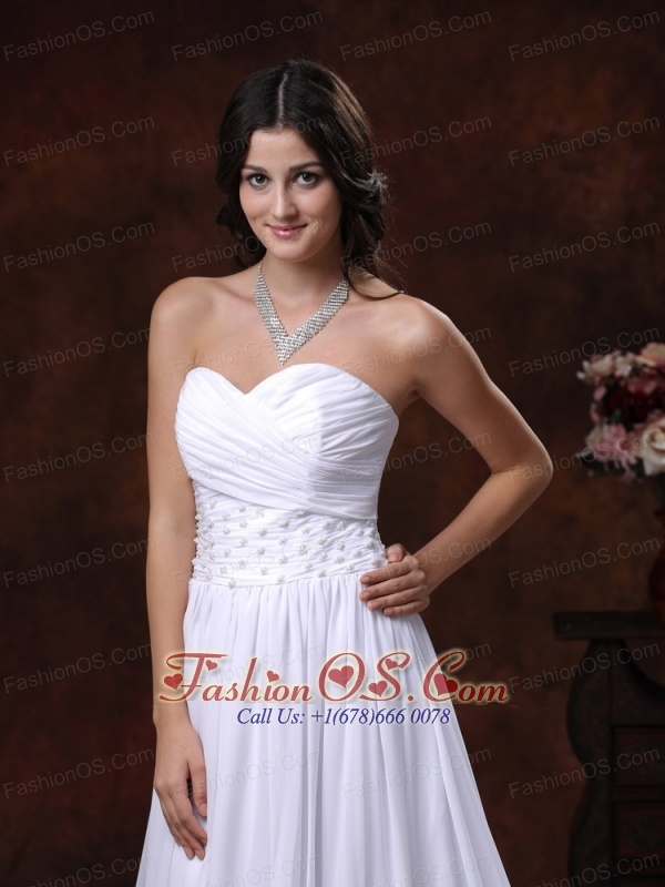 Appliques Decorate Sweetheart Neckline Chiffon Low Cost Wedding Dress With Court Train In Ajo Arizona