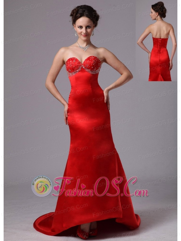 Americus Georgia Red Appliques Decorate Sweetheart Evening Dress With Court Train