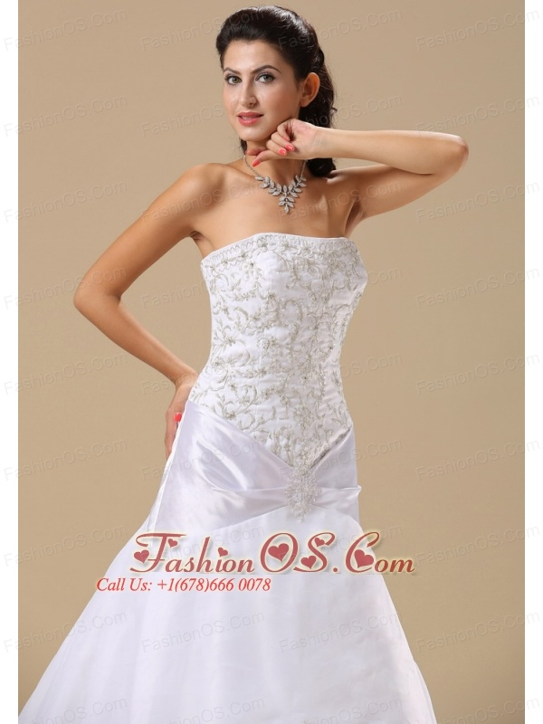 Embroidery Decorate Bodice A-line Organza and Taffeta Chapel Train Exclusive Style 2013 Wedding Dress