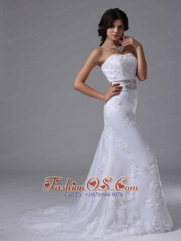 Exquisite Wedding Dress With Beaded Decorate Waist and Lace Over Skirt