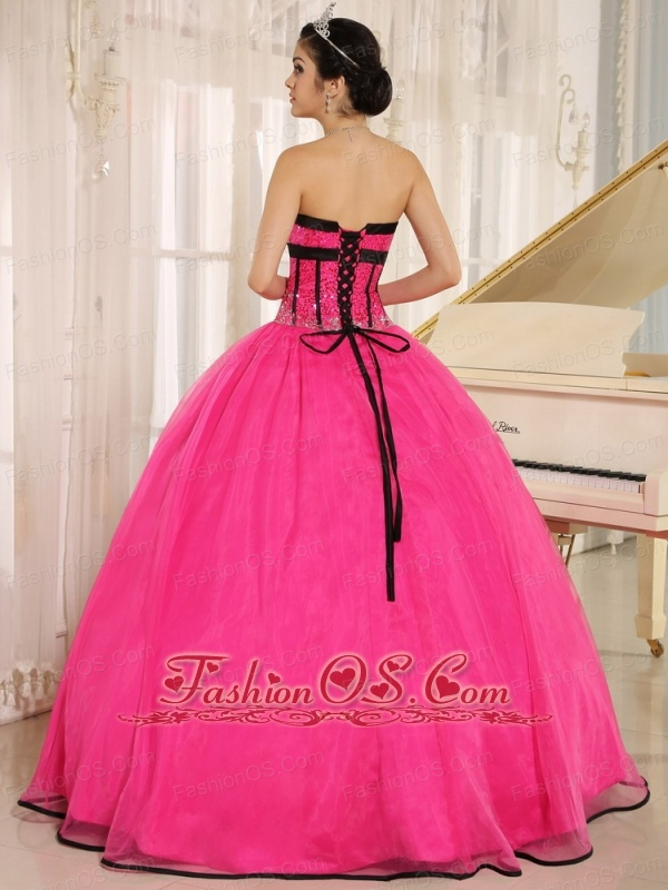 Hot Pink Sweetheart Qunceanera Dress With Beaded Decorate Oganza In Cochabamba