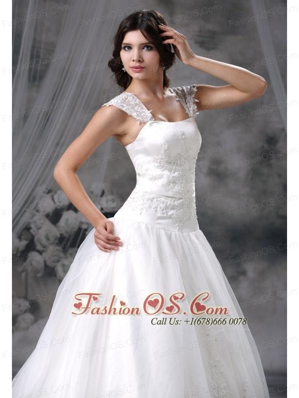 Madrid Iowa Appliques Decorate Bodice A-line Straps Chapel Train 2013 Wedding Dress