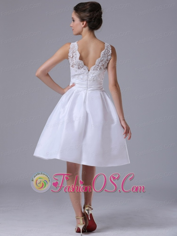 Taffeta A-Line Scoop Knee-length Beach / Destination Short Wedding Dress With Bowknot