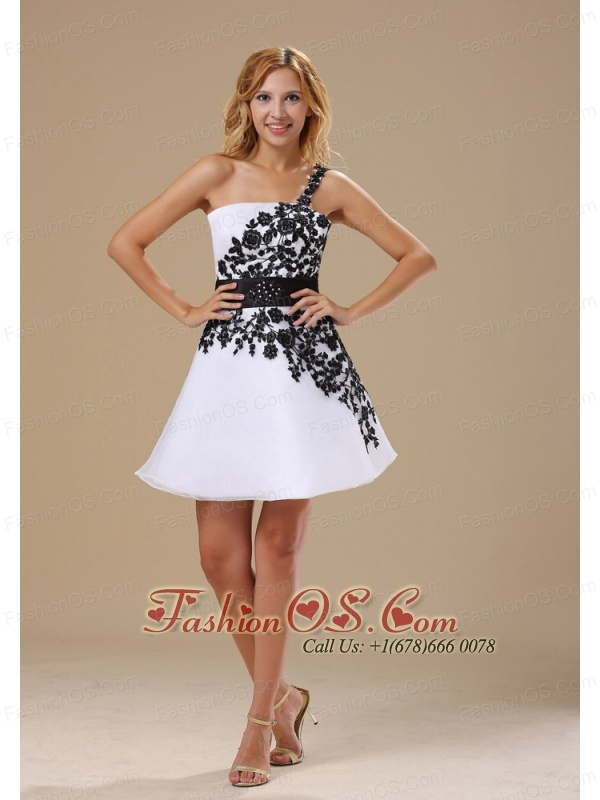 Embroidery Decorate Bodice One Shoulder Mini-length Black and White A-line Prom / Homecoming Dress For 2013