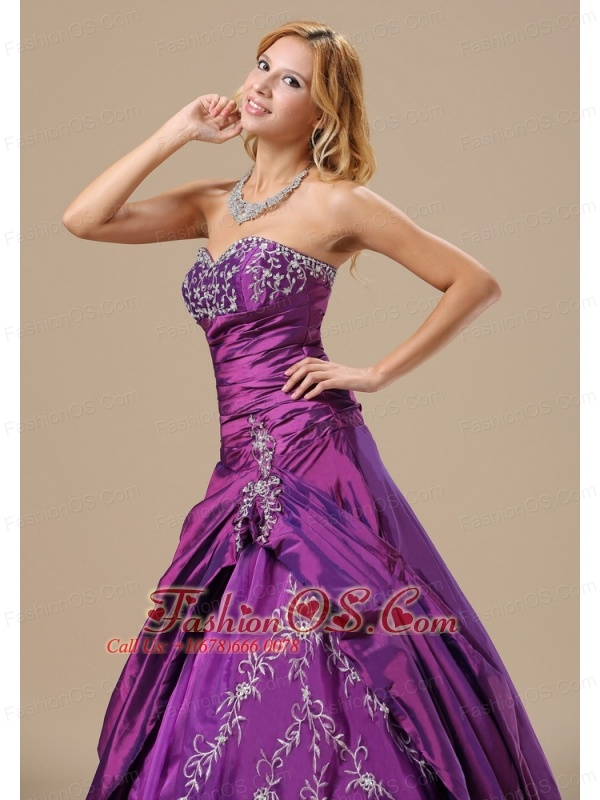 Sweetheart Appliques Decorate Bust and Ruched Bodice For Dama Dresses for Quinceanera In Augusta Maine