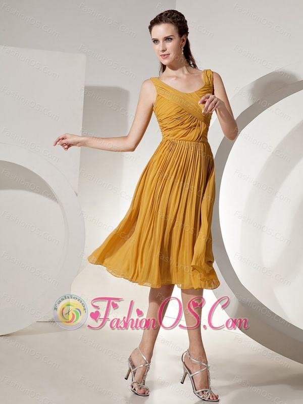 Gold Scoop Dama Dresses for Quinceanera With Chiffon Tea-length Ruch Decorate