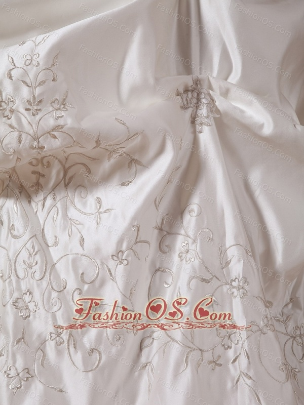 2013 A-line Embroidery Strapless Wedding Gowns With Satin