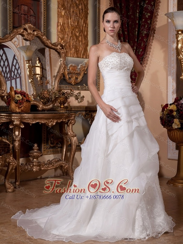 2013 A-line Ruffled Layeres Appliques Wedding Gowns With Organza