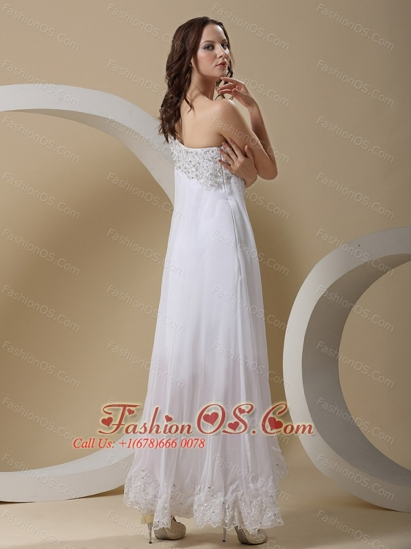 Appliques Decorate One Shoulder and Bust For Wedding Dress