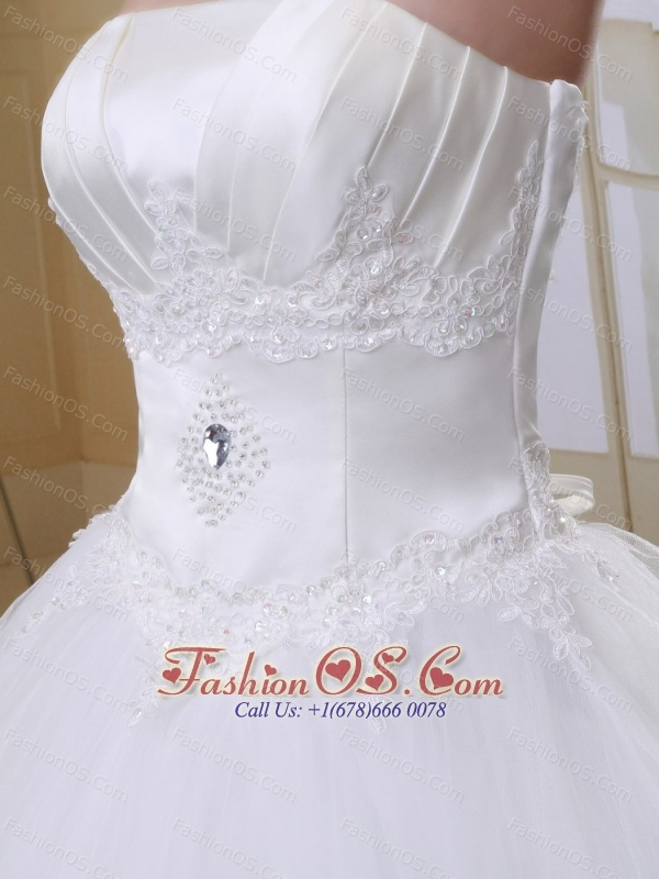 Luxurious Ball Gown Strapless Appliques Decorate Bust 2013 Wedding Dress With Tulle