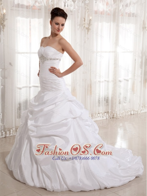 2013 A-line Sweetheart Beading and Pick-ups Wedding Gowns With Ruch