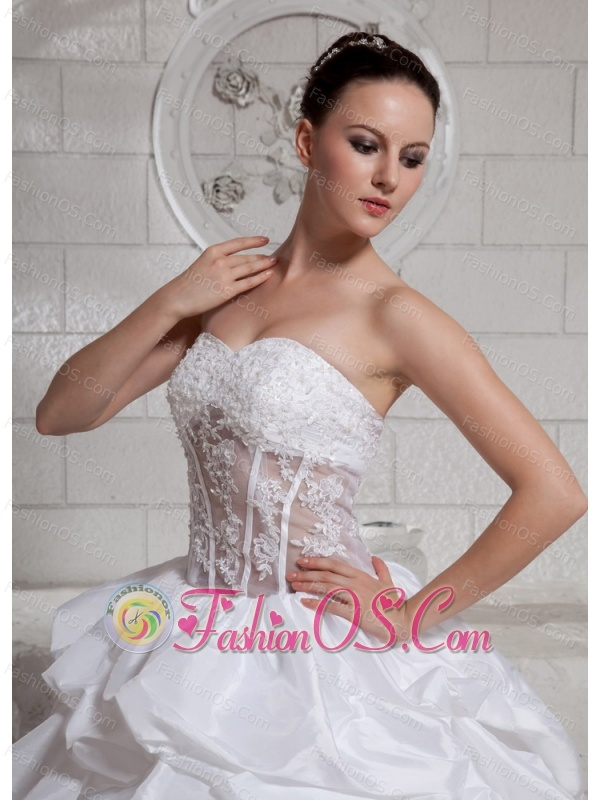 2013 Sweetheart Appliques and Pick-ups Ball Gown Wedding Dress With Chapel Train