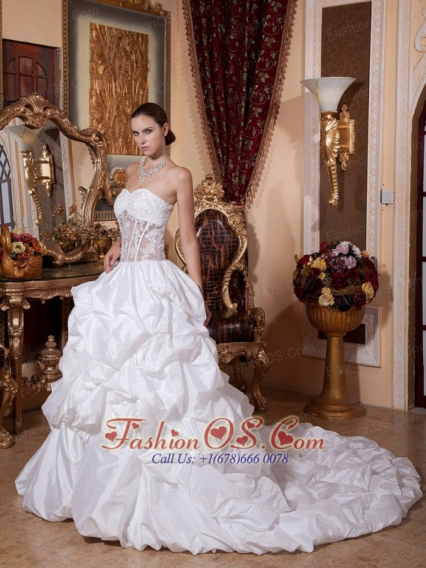 2013 Sweetheart Appliques and Pick-ups Wedding Dress With Chapel Train