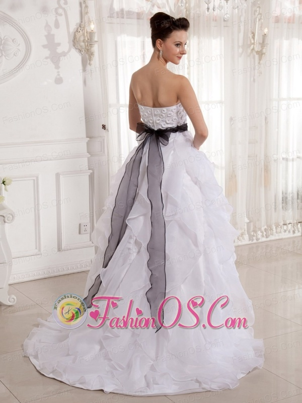 A-line Appliques Strapless Sash Organza 2013 Wedding Dress With Court Train