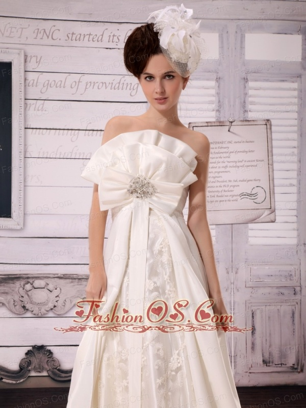 A-line Hand Made Flowers Wedding Dress With Taffeta In Wedding Party