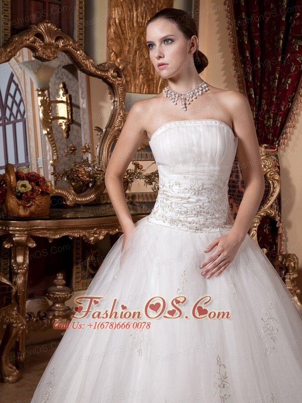 Appliques Decorate On Tulle Princess Wessng Dress With Strapless Neckline