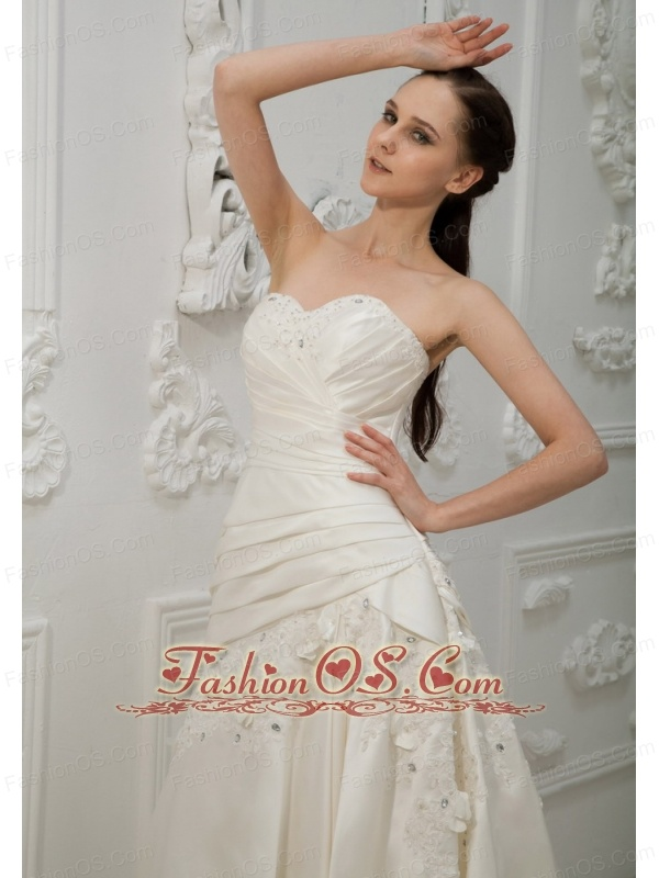 Appliques With Beading Decorate Bodice Sweetheart Neckline Brush Train 2013 Wedding Dress