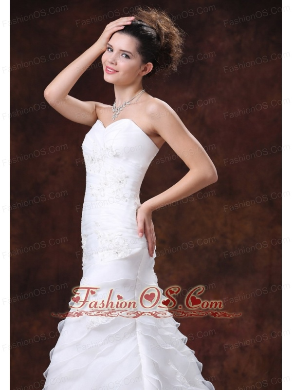 Beautiful and Ruched Bodice For 2013 Wedding Dress With Appliques Sweeetheart Organza
