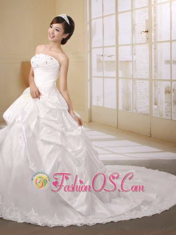 Custom Made Beaded and Embroidery Decorate Wedding Dress With Brush Train Organza and Taffeta