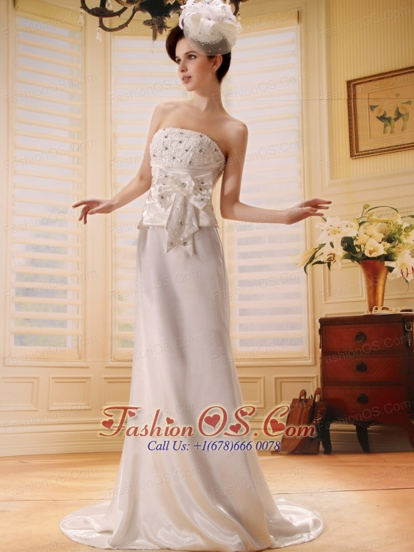 Custom Made Beaded Decorate Up Bodice and Hand Made Bowknot For White Wedding Dress With Court Train