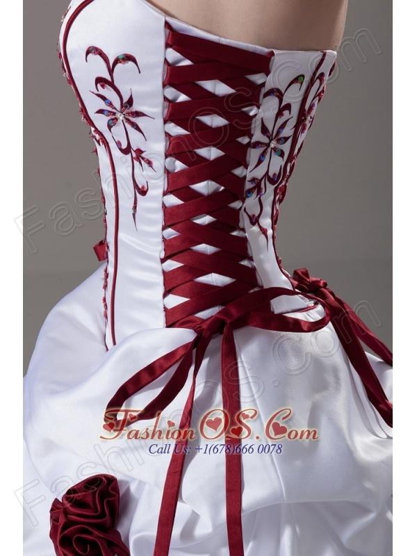 Embroidery and Handle-Made Flower Strapless A-Line / Princess Court Train Taffeta Wedding Dress