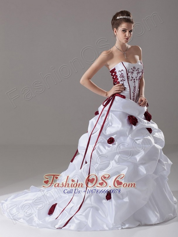 Embroidery and Handle-Made Flower Strapless A-Line / Princess Court Train Taffeta Wedding Dress