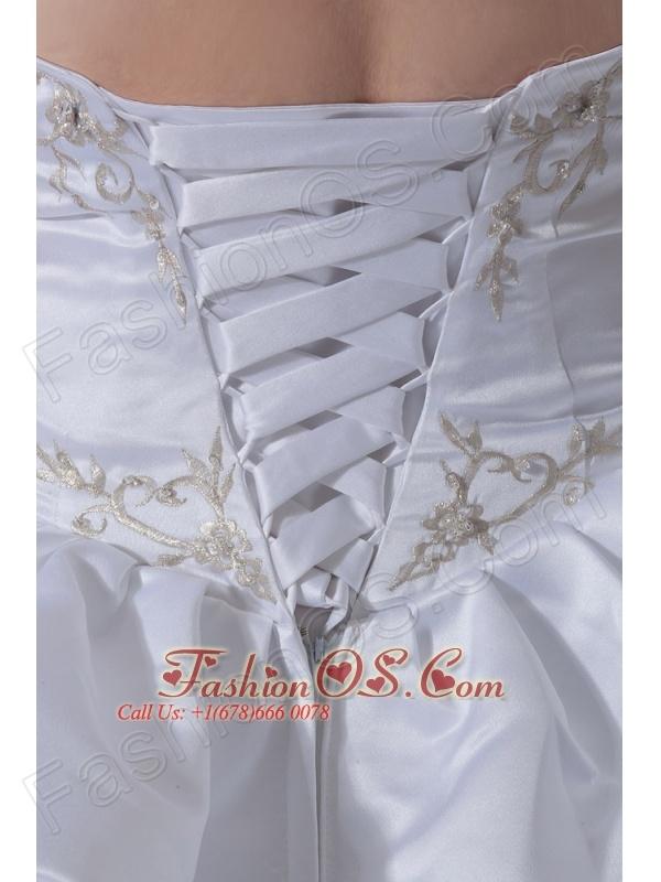 Handle-Made Flower and Beading Taffeta Sweetheart A-Line / Princess Court Train Wedding Dress