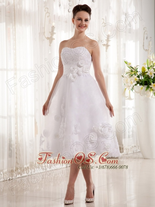 Lovely Hand Made Flowers and Lace Wedding Dress With Sweetheart Tea-length