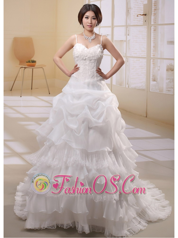2013 Ruffled Layeres Spaghetti Straps Applqiues Decorate Wededing Dress
