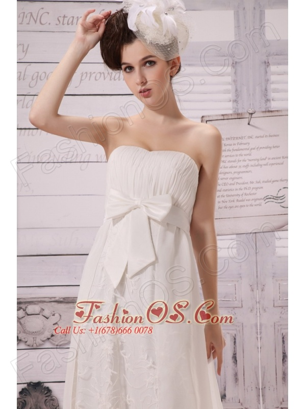 Bowknot Chiffon Empire Strapless Chapel Train 2013 New Styles Wedding Dress