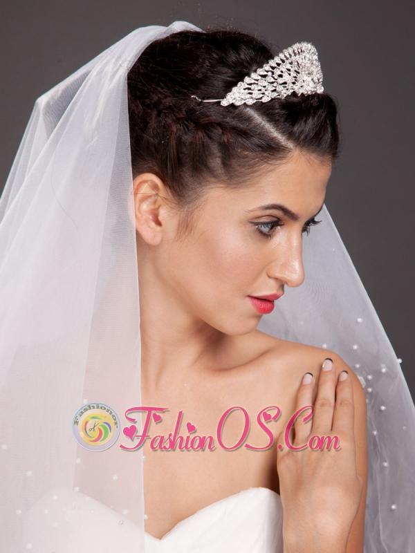 Popular Fan-Shaped Alloy Tiara With Rhinestone Decorates