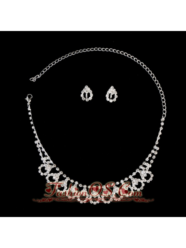 Chic Alloy With Rhinestone Women's Jewelry Set Including Necklace And Earrings