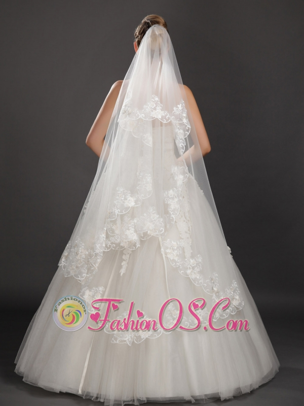 Graceful Lace Appliques Tull Wedding Veils