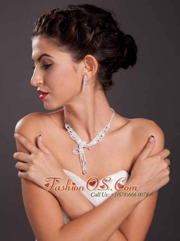 Luxurious Imitation Pearl Ladies' Jewelry Set Including Necklace And Earrings