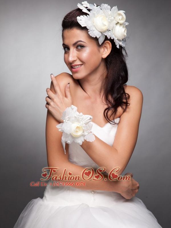 Pretty Fascinators Hand Made Flowers Wedding Wrist Corsage