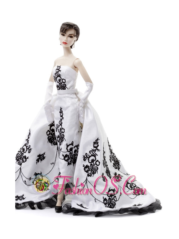 Embroidery Wedding Dress To Fit The Quinceanera Doll With Brush Train
