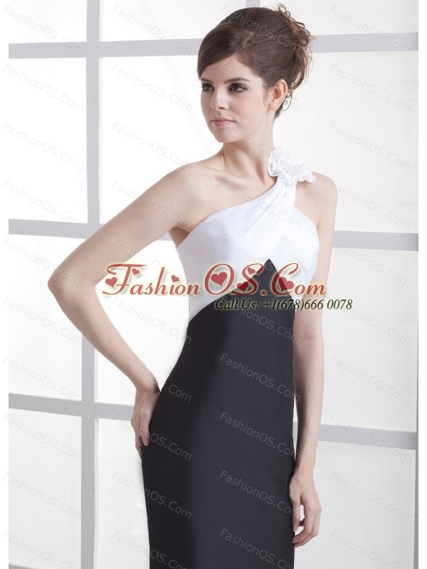Hand Made Flower Decorate One Shoulder White and Black Satin Brush Train 2013 Prom Dress