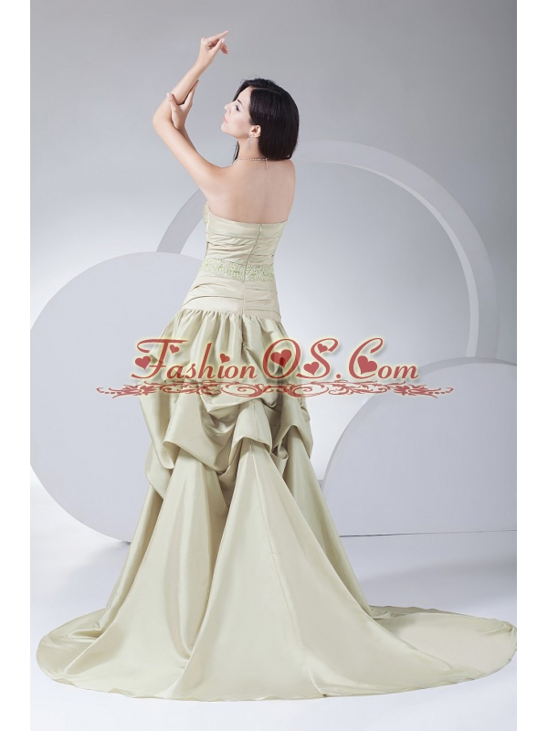 Beading and Pick-ups Decorate Bodice High-low Brush Train Sweetheart Neckline 2013 Prom Dress