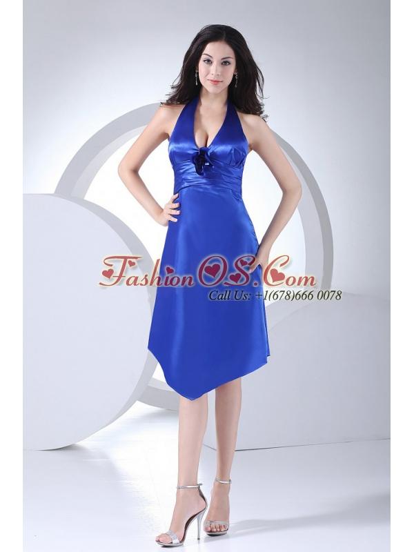 Column / Sheath Ruched Taffeta Knee-length Royal Blue Halter Bridesmaid Dress
