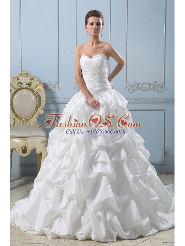 Ball Gown Fashionable Sweetheart 2013 Wedding Dress Pick-ups With Ruched Bodice For Wedding Party