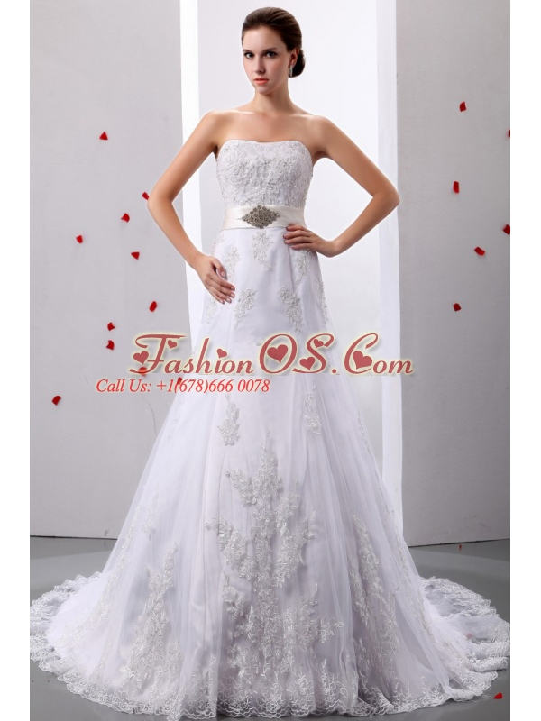 Elegant A-Line / Princess Strapless Tulle Appliques and Beading Court Train Wedding Dress