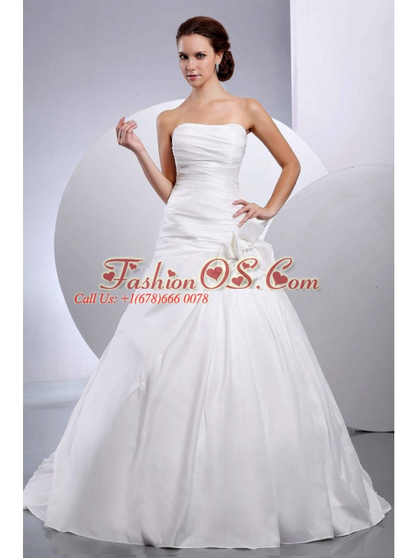 Handle-Made Flower Taffeta Strapless Court Train A-Line / Princess Wedding Dress