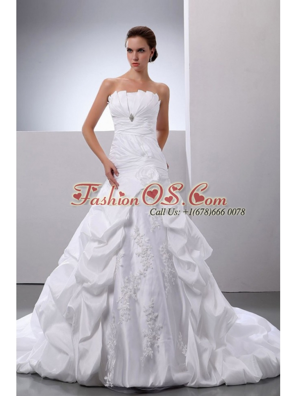 Pick-ups and Appliques A-Line / Princess Taffeta Chapel Train Strapless Wedding Dress